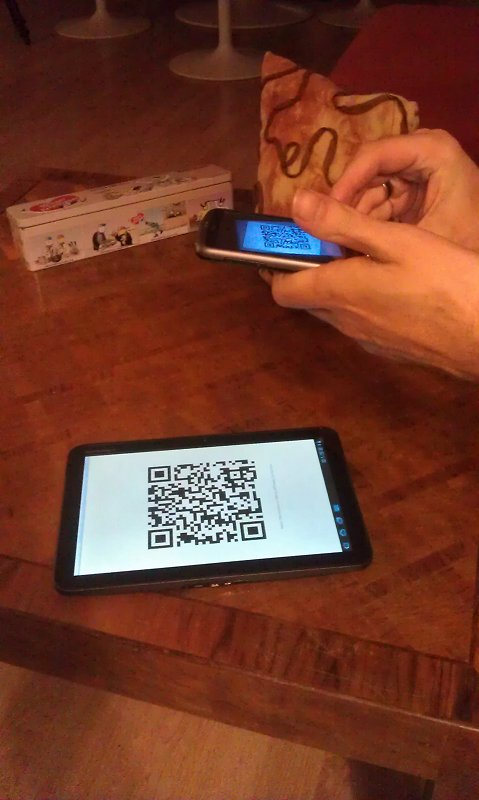 Shooting a QR Code on the Xoom with the Desire